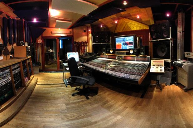 Cómo escoger (correctamente) a tu productor e ingeniero de sonido