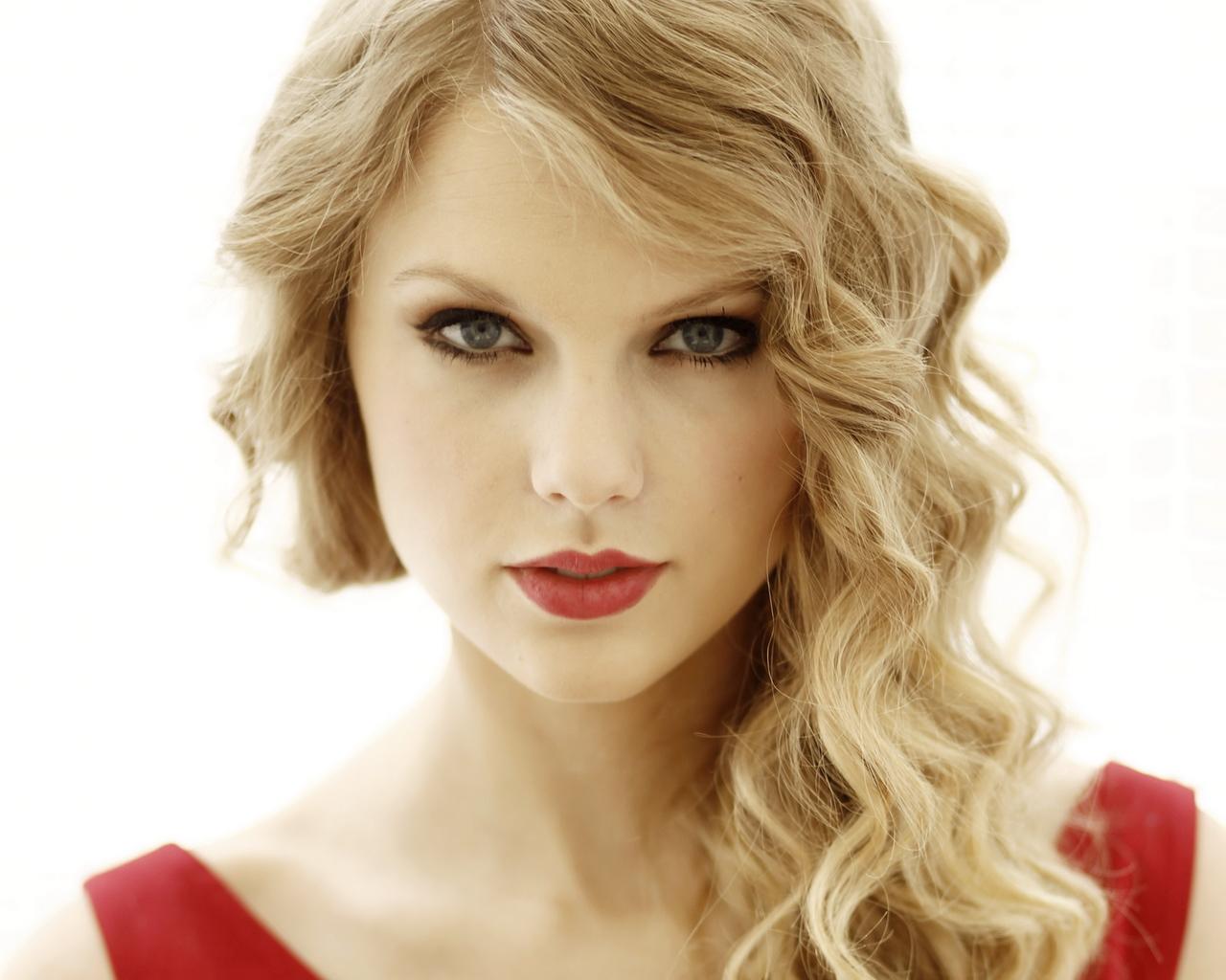 Taylor Swift rompe el record de visitas de Vevo