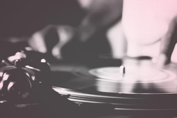 Ventas de vinilo sobrepasan ventas de CDs en los EEUU