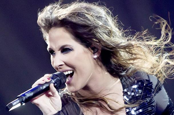Malú consigue Disco de Platino en su primera semana y supera a Adele