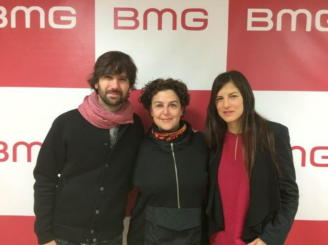 En la foto de izquierda a derecha, David Otero (El Pescao), Daniela Bosé (Directora General de BMG España & Portugal) y Marina Roveta (Manager Producciones Submarinas)