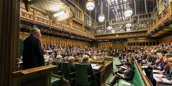 Universal, Warner & Sony se defienden ante el Parlamento Británico