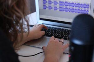 amazon invierte en podcast con Art19